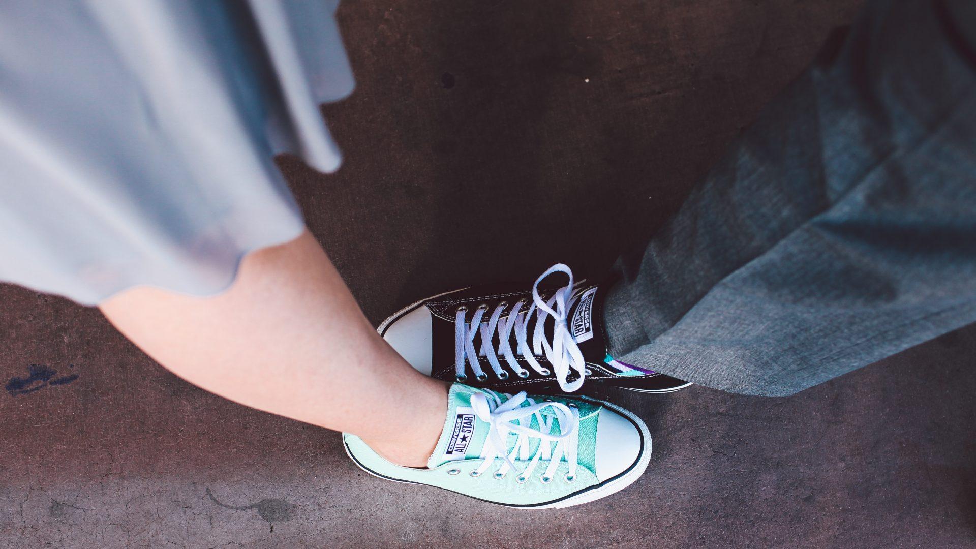 Twee voeten illustreren relatietherapie