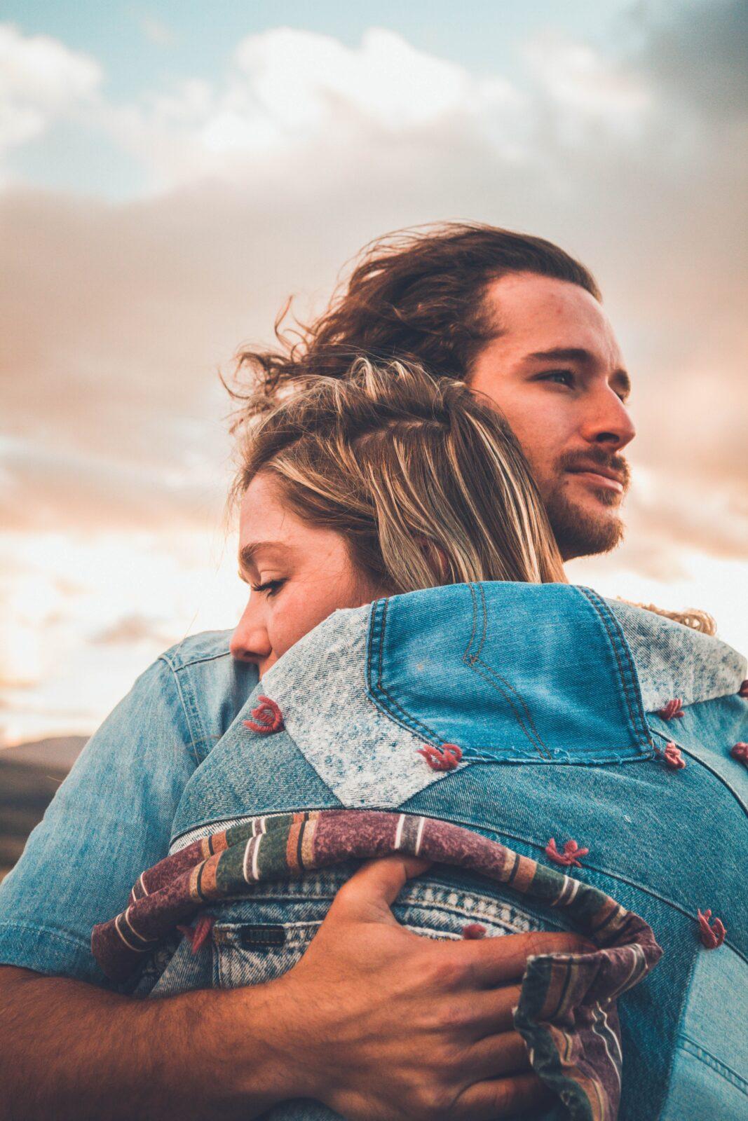 Relatietherapie bij onze relatietherapeut zorgt ervoor dat je elkaar weer in de armen sluit